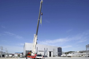 Liebherr mobile cranes in South Korea – new facility opens and crane premiere